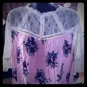 Lace and floral blouse.  Size small EUC